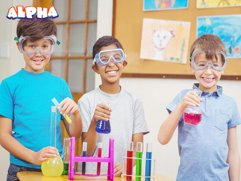 Alpha science classroom:Science toys help children